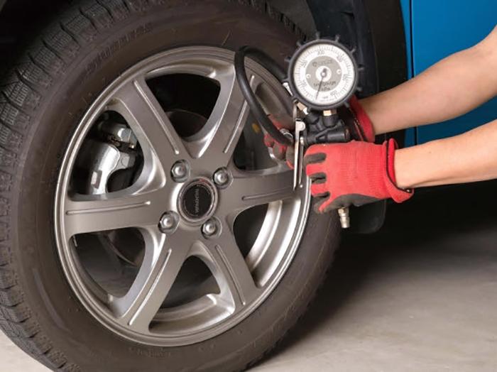 タイヤの空気圧を点検